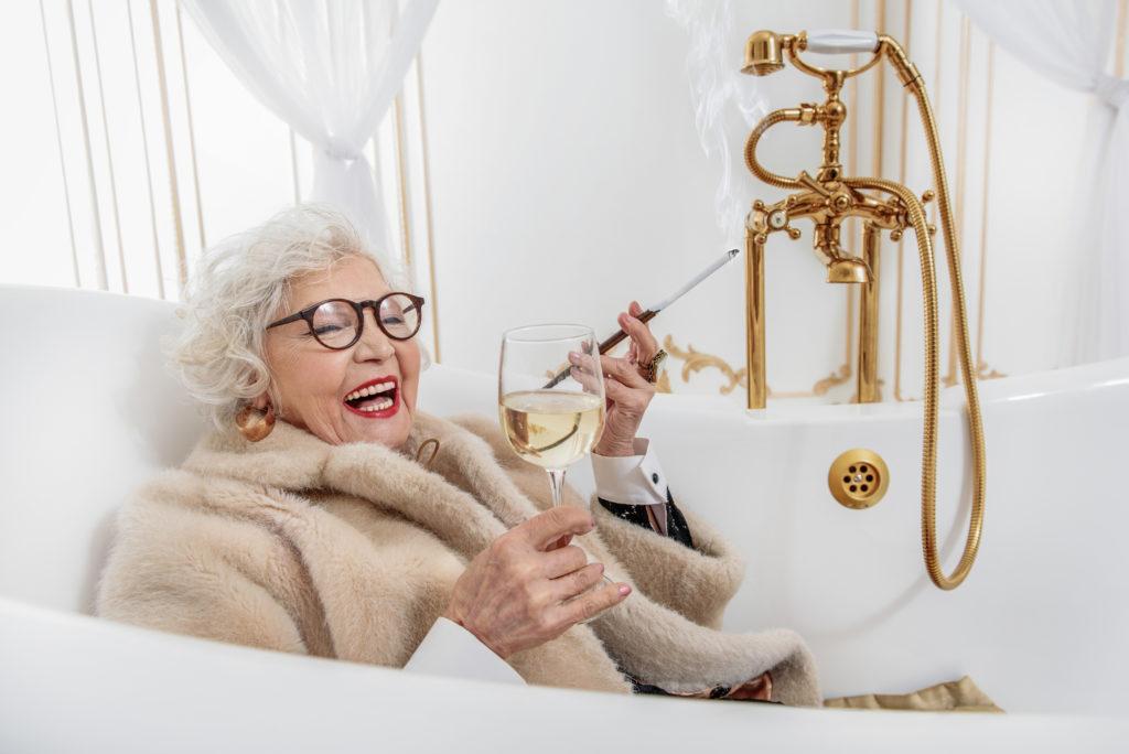 Senioren ind Badewanne
